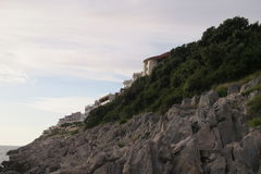 Каменные дома на утесе Стоковое Фото