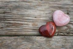 Каменные сердца на деревянной предпосылке Стоковые Изображения RF