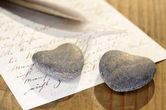 Каменные сердца с письмом Стоковое Фото
