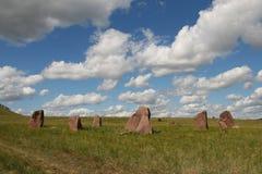 Каменные стелы в степи в Сибире стоковые изображения rf