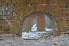 Каменные столбцы для исторического железнодорожного моста Стоковые Фотографии RF