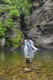Каменный бассейн водопада башни Стоковые Изображения
