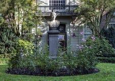 Каменный бюст Minerva в Амстердаме, Нидерланд стоковая фотография rf