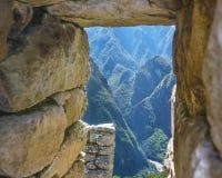 Каменный вид с воздуха окна больших гор в Machu Picchu Стоковые Фотографии RF