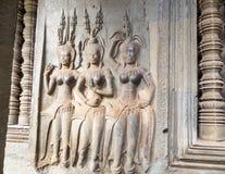 Каменный высекать ангелов танцев на Angkor Wat, Камбодже Стоковое Изображение RF