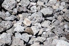 Каменный гравий на строительной площадке как предпосылка стоковое фото rf
