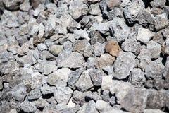 Каменный гравий на строительной площадке как предпосылка стоковое изображение