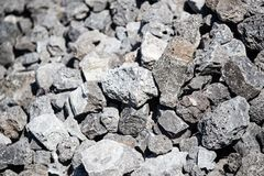 Каменный гравий на строительной площадке как предпосылка стоковая фотография rf