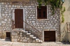 Каменный дом, Krk, Хорватия стоковые фотографии rf