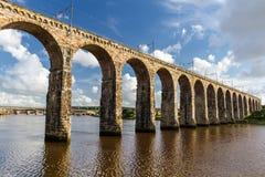 Каменный железнодорожный мост в Berwick-на-Одежде из твида Стоковые Фотографии RF