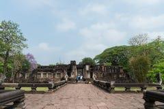 Каменный замок в парке Phimai историческом на предпосылке голубого неба, Nakhon Ratchasima, ТАИЛАНДЕ Стоковые Фото