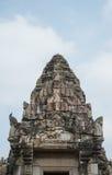Каменный замок в парке Phimai историческом на предпосылке голубого неба, Таиланде Стоковые Фотографии RF