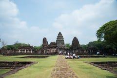Каменный замок в парке Phimai историческом на предпосылке голубого неба, Nakhon Ratchasima, ТАИЛАНДЕ Стоковая Фотография
