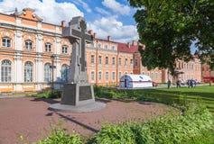 Каменный крест в Александре Nevsky Lavra Стоковые Фото