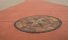 Каменный лимб картушки компаса в дорожке Стоковые Фото