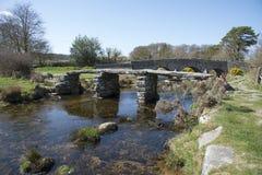 Каменный мост над рекой Великобританией стоковые изображения