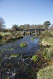 Каменный мост над рекой Великобританией стоковая фотография rf