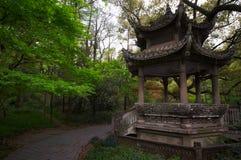 Каменный павильон в китайском саде фарфор hangzhou стоковые изображения