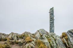 Каменный памятник на саммите держателя Ulriken Стоковые Фотографии RF