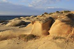 Каменный пляж Vourvourou накидки красивейший ландшафт вечера Стоковая Фотография