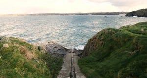 Каменный стапель на Headland Towan, Newquay, Корнуолле стоковое фото rf