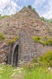 Каменный тоннель в утесе на Lake Baikal. Стоковая Фотография RF