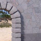 Каменный угол ворот со стеной гранита иллюстрация штока
