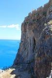 Каменный утес с стеной акрополя Lindos, Родос, Греция Стоковое Фото