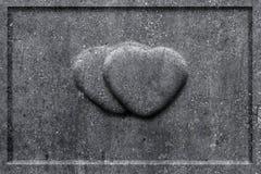 2 каменных сердца высекли в надгробную плиту Стоковое Фото