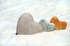 3 каменных сердца в песке Стоковое фото RF