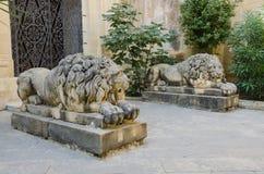2 каменных льва на входе Стоковые Фото