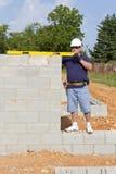 каменщик бетона блока стоковое изображение rf