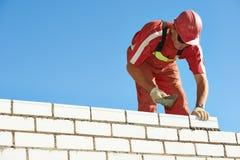Каменщик работника каменщика конструкции стоковое изображение rf
