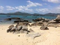 Камень большой на песке Стоковые Изображения RF