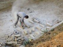 Камень вырезывания работника Стоковые Изображения RF