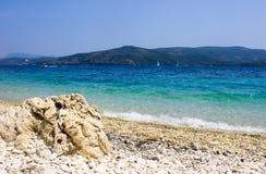 Камень в пляже Lakka стоковые фотографии rf