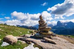 Камень Дзэн в горах стоковая фотография rf