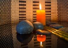 Камень Дзэн и свеча II стоковые изображения rf