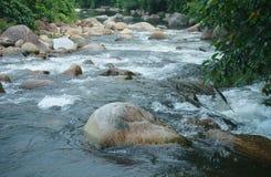 Камень и вода малого ручейка, провинции Азии Nakornsritammarat Стоковое Изображение RF