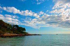Камень и море стоковые фото