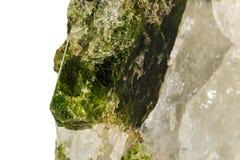 Камень минеральное Datolite макроса на белой предпосылке стоковые фото