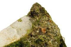 Камень минеральное Datolite макроса на белой предпосылке стоковые изображения