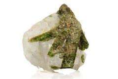Камень минеральное Datolite макроса на белой предпосылке стоковое изображение rf