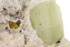Камень минеральное Datolite макроса на белой предпосылке стоковое фото rf