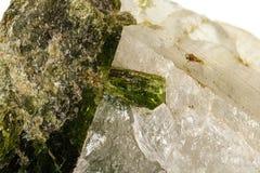 Камень минеральное Datolite макроса на белой предпосылке стоковая фотография rf