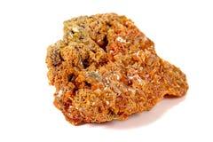 Камень минеральное Wulfenite макроса на белой предпосылке стоковое изображение