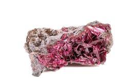 Камень минеральное Wulfenite макроса на белой предпосылке стоковая фотография