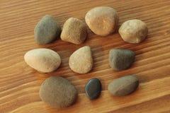 Камень на деревянной доске Стоковые Фото