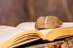 Камень на книге Стоковое Изображение
