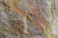Камень на стенке, с некоторыми сбросом и покрашенными линиями стоковые изображения rf